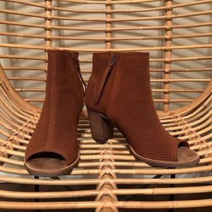 NWOT TOMS Majorca booties size 8